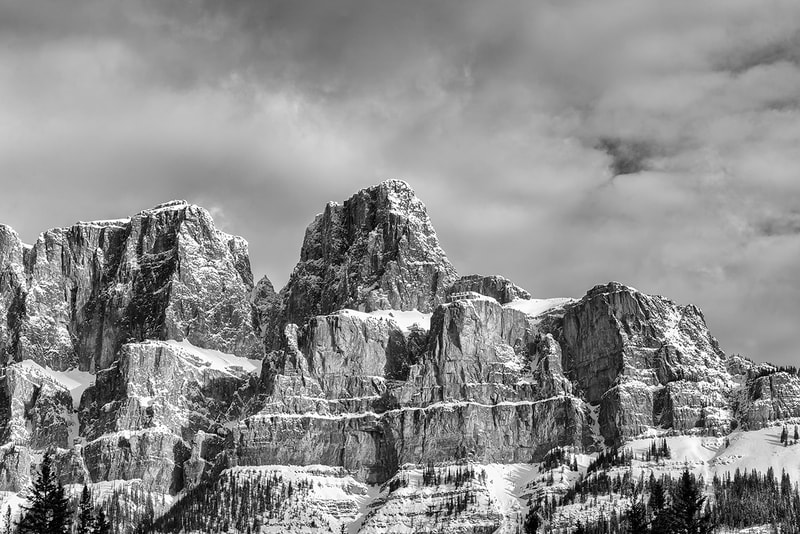 "<img src=""castle.jpg"" alt=""a black and white image of castle mountain, in Banff National Park"">  height=""300"" width=""300"""